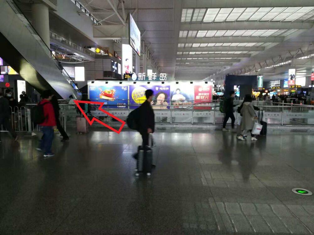 新幹線乗り場に到着した時の様子の写真