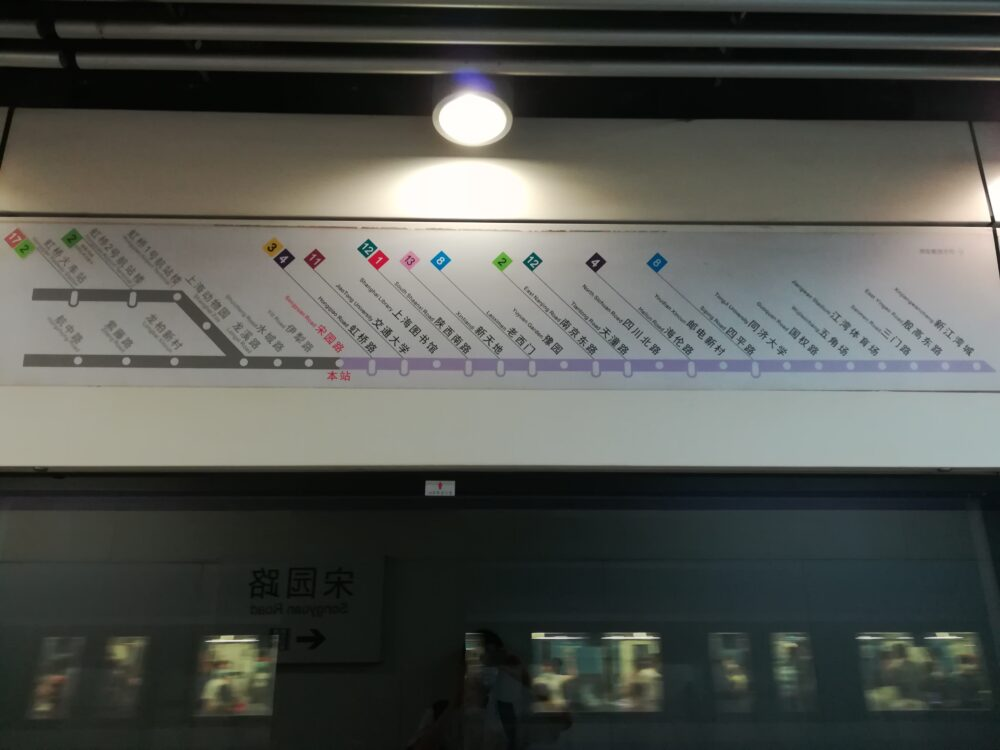 上海地下鉄10号線の乗り換え案内の路線図の写真