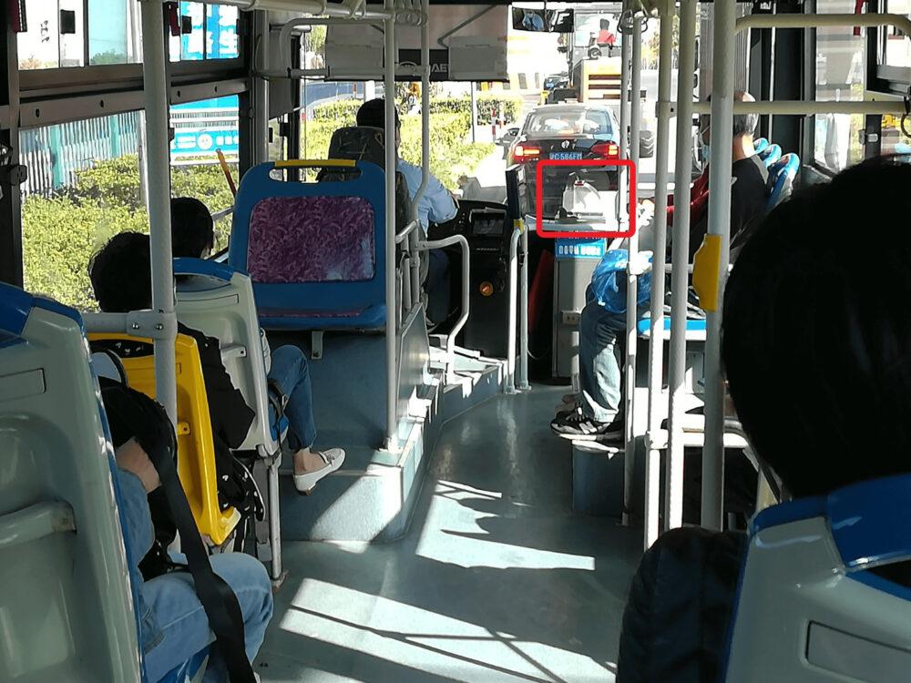 1068番のバスの謝意内の様子の写真