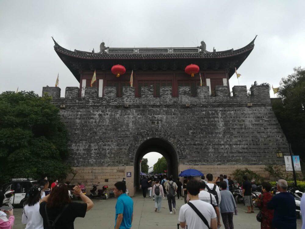 塩官鎮の春熙門の写真