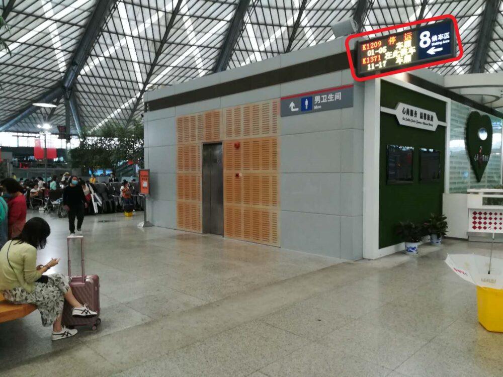 上海南駅の8番待合室の入口の様子の写真