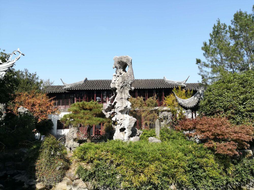 留園の太湖石の写真