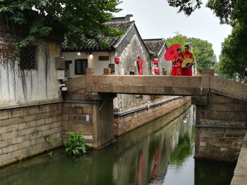 平江歴史街区で記念撮影をしている写真
