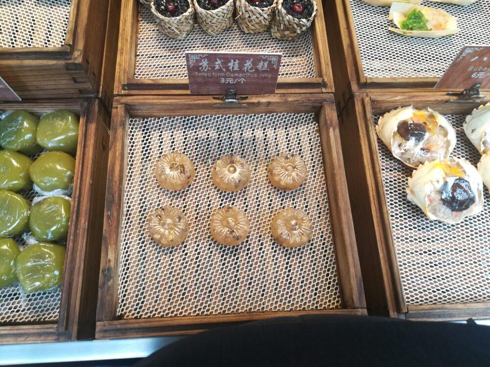 苏式桂花糕が陳列されている様子の写真