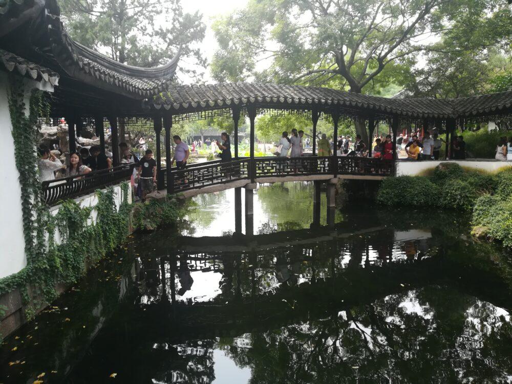 拙政園内の渡橋の写真