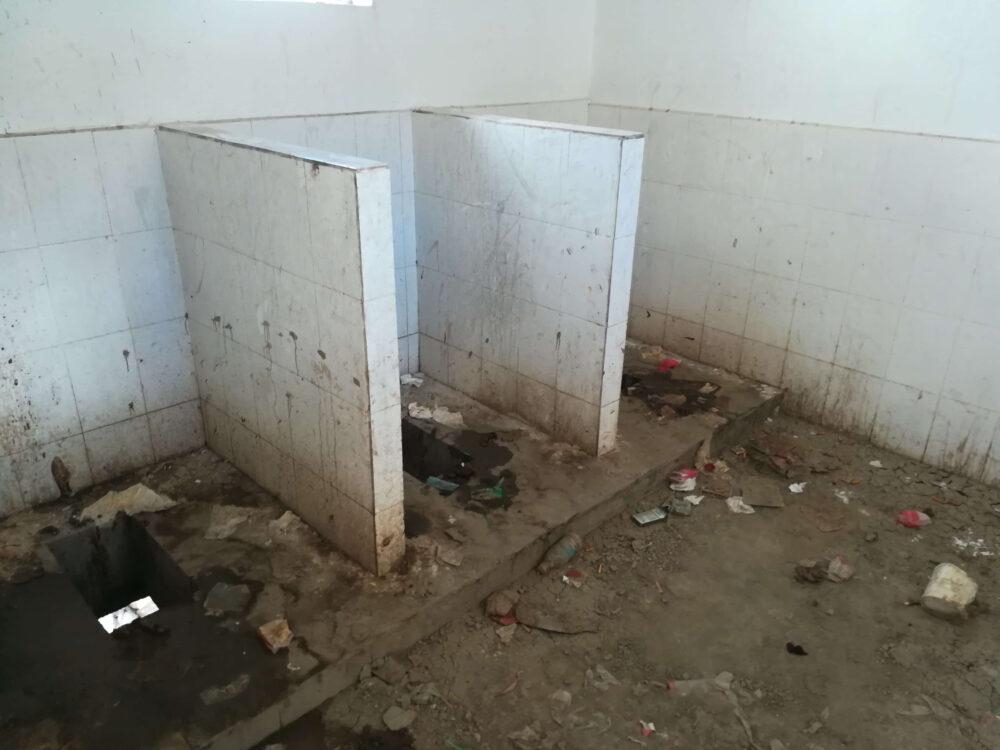 中国チベット地区のトイレの様子の写真