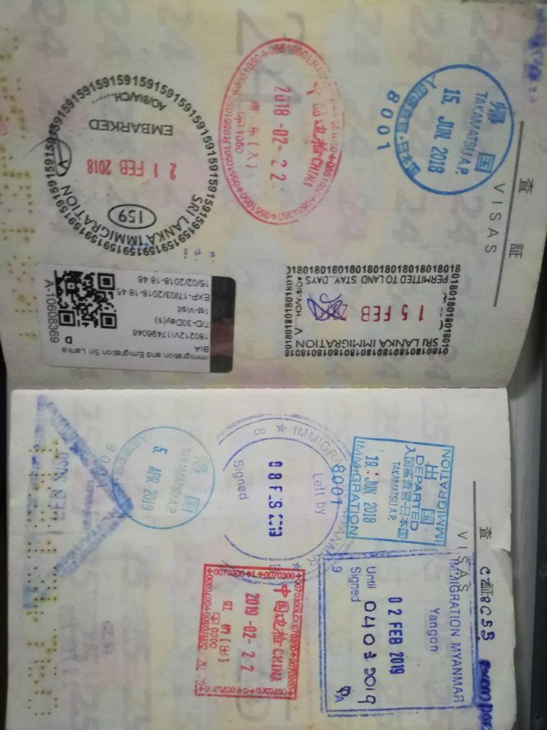 私のパスポートは訪問した20ヵ国のイミグレスタンプでいっぱい