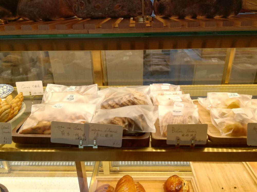 28aoutの店内ショーケースに並んでいる焼き菓子の写真