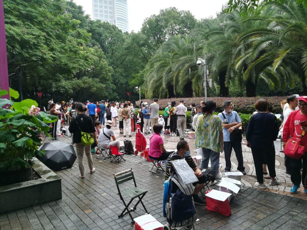 人民公園での求婚活動の様子の写真