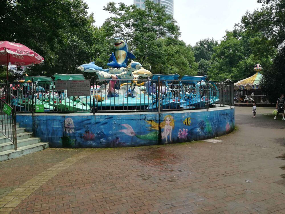 遊園地の様子の写真