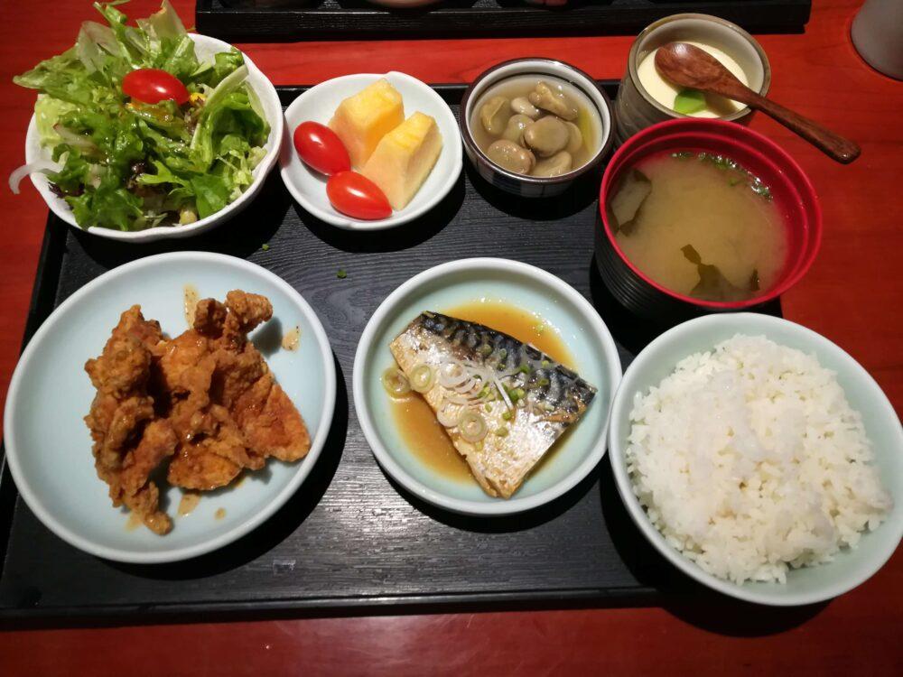 上海の日本食ランチ 鯖の味噌煮から揚げ定食48元(約770円)の写真