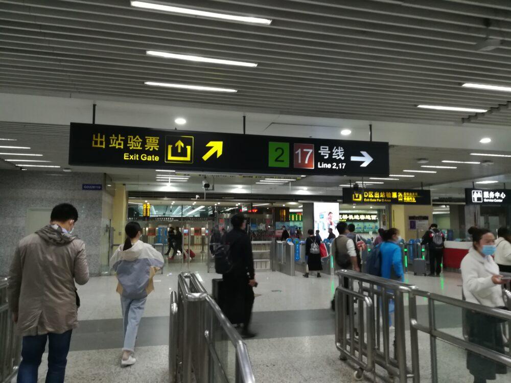 虹桥火车站(虹橋高速鉄道駅)で17号線に乗換えているときの様子の写真②