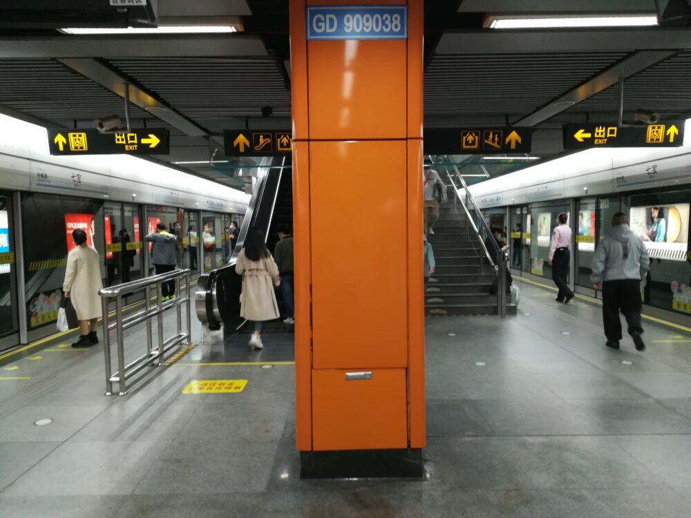 七宝駅で出口に向っているときの様子の写真