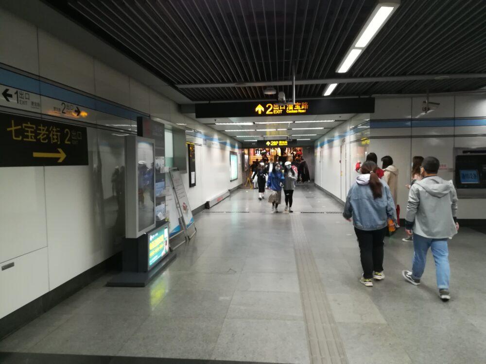 七宝駅で2番出口に向かっているときの様子の写真①