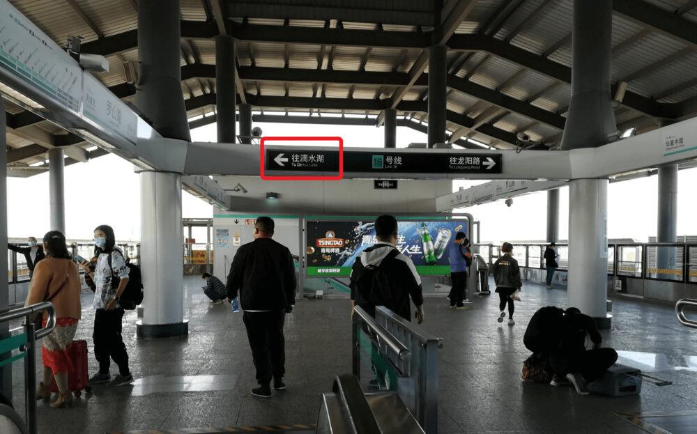 罗山路駅で新場駅に向かうため滴水湖方面に向かっているときの様子の写真