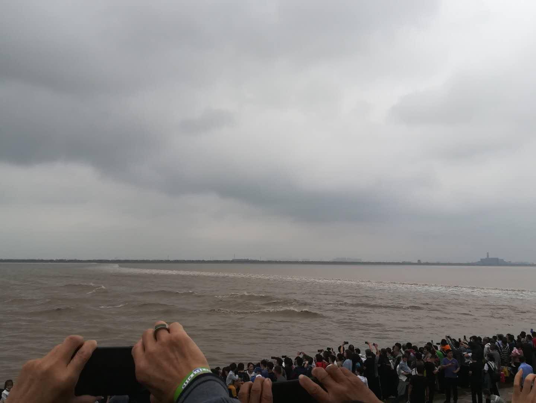 銭塘江の逆流の写真④